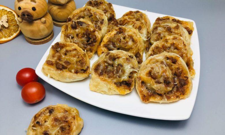 Photo of Melcisori aperitiv cu carne tocata si aluat foietaj de casa