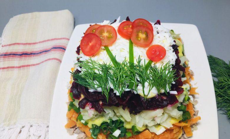 Photo of Salata in straturi cu legume si carne de porc