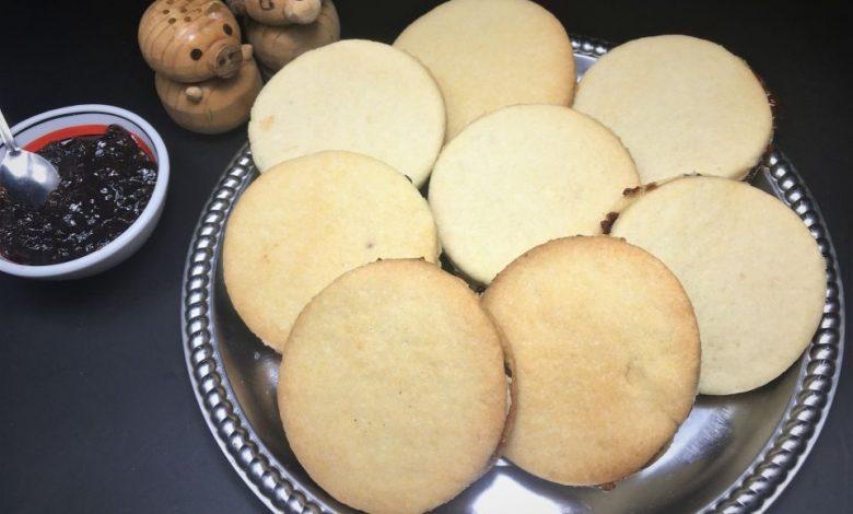 """Photo of Biscuiti """" cu paharul"""" cu untura si gem"""